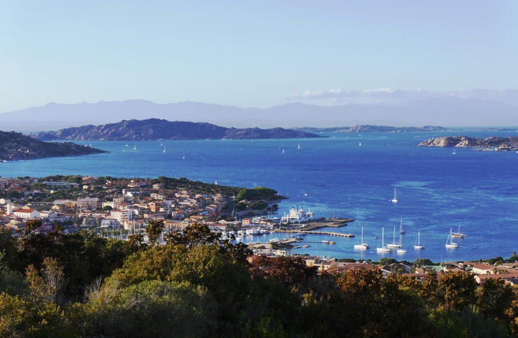 Blick auf die Hafenstadt Palau. Foto Christiane Neubauer